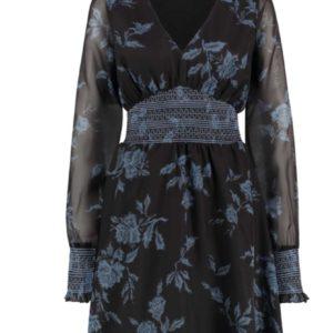 Zwarte jurk met blauwgrijze bloemen. Gesmokte taille en polsband. Maten vallen normaal
