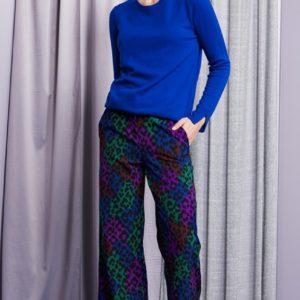 Leopard patch broek met wijde pijpen. Maten vallen ruim. Mooi passend model.